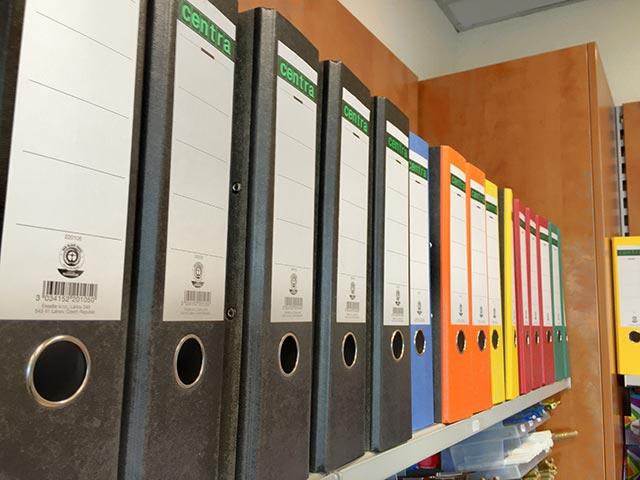 Alles fürs Büro - Ordner in vielen Farben
